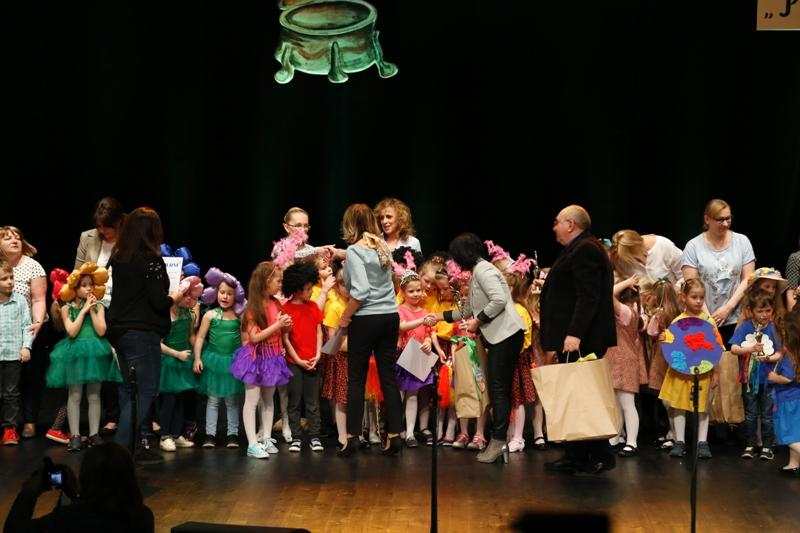 Przedszkolaki na scenie wBOK - MCC