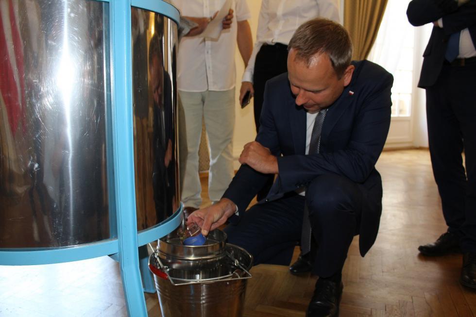 Miód zpasieki Dolnośląskiego Urzędu Wojewódzkiego