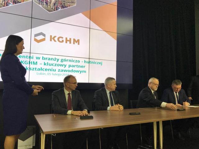 """KGHM obejmuje patronat nad górniczymi klasami w""""Mechaniku"""""""