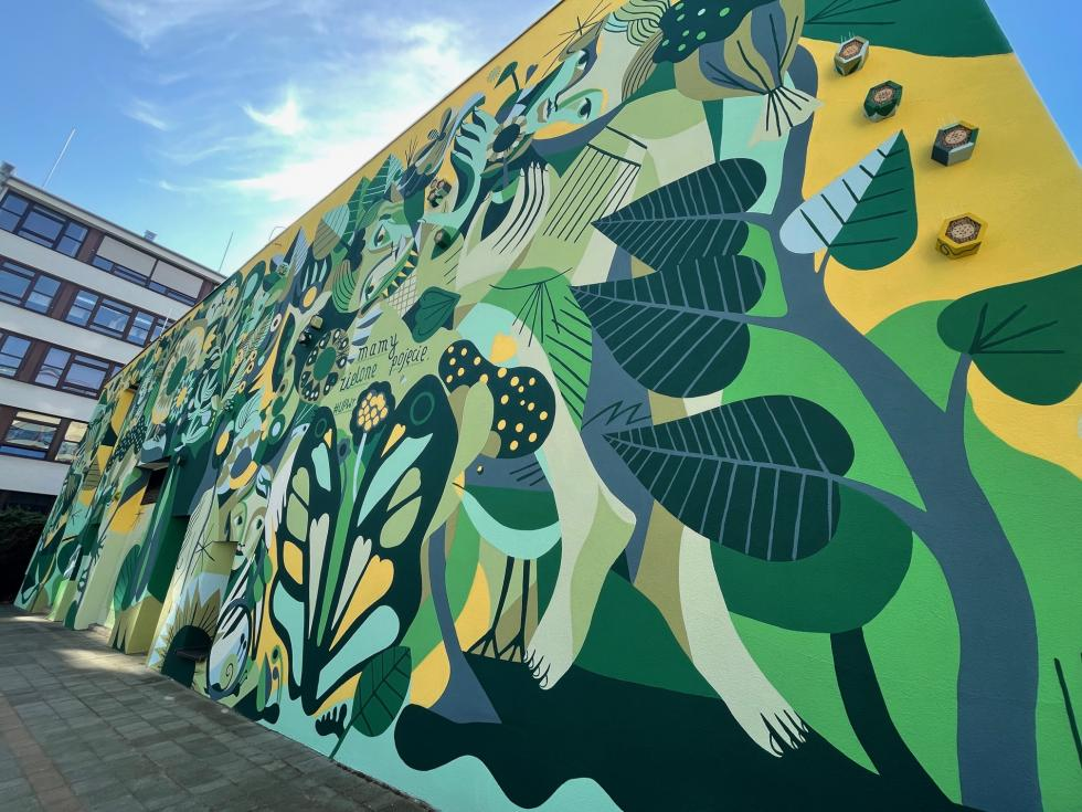 Mural UPWr to nie tylko dzieło sztuki, ale ihotel dla pszczół