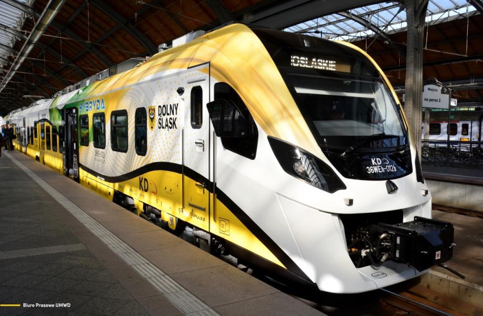 Dolny Śląsk stawia na kolej. Nowoczesny pociąg hybrydowy wyjeżdża na tory